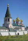Il campanile e la cattedrale dell'icona di Iveron della madre di Dio Immagini Stock