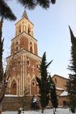 Il campanile a tre livelli indipendente in monastero della st Nino a Bodbe nell'inverno Fotografia Stock