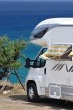 Campeggiatore parcheggiato sulla spiaggia Immagine Stock Libera da Diritti