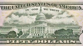 Il Campidoglio degli Stati Uniti sopra appoggia di cinquanta dollari di fattura Immagine Stock Libera da Diritti
