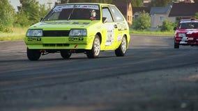 Il campionato dell'automobile di visita dell'estate ha luogo, pista di corsa dell'asfalto stock footage