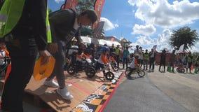 Il campionato di Chiangrai della bici dell'equilibrio dell'aletta, bambini partecipa alla corsa di bicicletta dell'equilibrio stock footage
