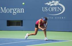 Il campione Ana Ivanovich del Grande Slam pratica per l'US Open 2013 a Arthur Ashe Stadium a Billie Jean King National Tennis Cent Fotografie Stock Libere da Diritti