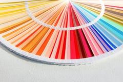 Il campione colora il catalogo Guida della gamma di colori di colore fotografia stock libera da diritti