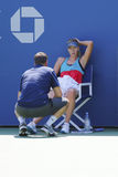 Il campione Maria Sharapova del Grande Slam di cinque volte pratica con la sua vettura Sven Groeneveld per l'US Open 2014 Immagini Stock