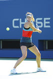 Il campione Maria Sharapova del Grande Slam di quattro volte pratica per l'US Open ad Arthur Ashe Stadium Immagini Stock Libere da Diritti