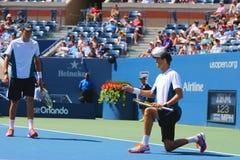 Il campione Mike Bryan del Grande Slam durante i doppi 2014 di semifinale di US Open abbina a Billie Jean King National Tennis Ce Immagini Stock