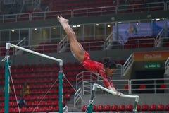 Il campione olimpico Gabby Douglas degli Stati Uniti pratica sulle barre irregolari prima della ginnastica completa del ` s delle Fotografie Stock