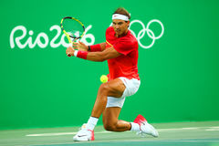 Il campione olimpico Rafael Nadal della Spagna nell'azione durante gli uomini sceglie il quarto di finale di Rio 2016 giochi olim Immagini Stock