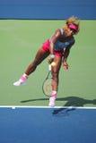 Il campione Serena Williams del Grande Slam durante i doppi di quarto di finale abbina all'US Open 2014 Fotografia Stock Libera da Diritti
