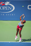 Il campione Serena Williams del Grande Slam durante i doppi di quarto di finale abbina all'US Open 2014 Immagini Stock Libere da Diritti