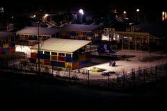 Il campo da gioco per bambini nella notte vuota di inverno Fotografia Stock Libera da Diritti