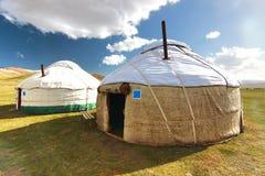 Il campo di GER in un grande prato a Ulaanbaatar, Mongolia immagine stock libera da diritti