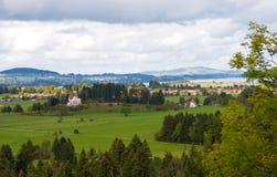 Il campo e la montagna modific il terrenoare, la Baviera, Germania Immagine Stock Libera da Diritti