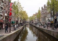 Il canale alloggia in rosso il distretto leggero, Amsterdam, Paesi Bassi, Europa Fotografie Stock