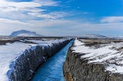 Il canale artificiale ha scolpito in roccia Fotografie Stock Libere da Diritti
