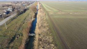 Il canale del livello più basso dell'impianto di irrigazione dei campi Infrastruttura per la coltivazione di riso Immagini Stock Libere da Diritti