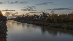 Il canale della parte centrale a Hannover alla sera stock footage