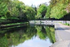 Il canale nel parco del reggente, Londra del reggente Fotografia Stock Libera da Diritti