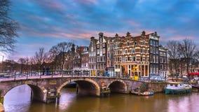 il canale storico alloggia il tramonto Amsterdam Immagini Stock Libere da Diritti
