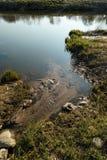 Il canale unisce un fiume nella città Sabile, Lettonia fotografia stock libera da diritti