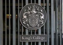 Il cancello dell'istituto universitario di King?s a Londra Immagini Stock Libere da Diritti