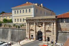 Il cancello dello sbarco a Zadar immagine stock