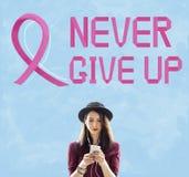 Il cancro al seno crede il concetto di malattia della donna di speranza Immagine Stock
