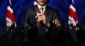 Il candidato britannico parla alla folla della gente fotografia stock