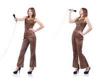 Il cantante della donna con il microfono su bianco Fotografie Stock
