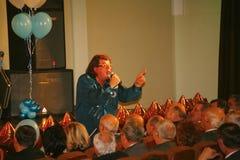 Il cantante ed il compositore Igor Kornelyuk - la prestazione sulla fase del palazzo del corridoio di scienza e della cultura del Immagini Stock Libere da Diritti