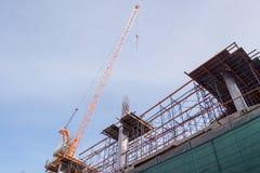 Il cantiere con le colonne d'acciaio e concrete è modellato nella struttura della costruzione Fotografie Stock