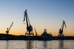 Il cantiere navale cranes Gothenburg crepuscolare Fotografia Stock