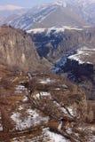 Il canyon del fiume di Azat e sinfonia delle pietre vicino a Garni nell'inverno Fotografie Stock Libere da Diritti