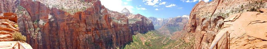 Il canyon trascura la traccia - Zion NP, panorama fotografia stock libera da diritti