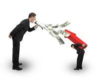 Il capo che per mezzo del megafono che spruzza fuori le banconote in dollari che urlano a impiega Fotografia Stock