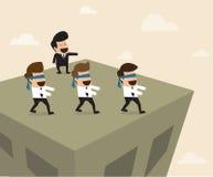 Il capo conduce gli impiegati al modo sbagliato Immagini Stock