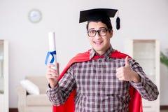 Il cappuccio d'uso di laurea del bordo del mortaio dello studente dell'eroe eccellente Immagini Stock Libere da Diritti