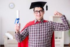 Il cappuccio d'uso di laurea del bordo del mortaio dello studente dell'eroe eccellente Fotografia Stock