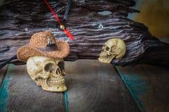 Il cappuccio del cranio su di legno Fotografia Stock Libera da Diritti