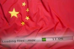 Il caricamento di programmi oggetto archiva su un computer, bandiera della Cina fotografia stock
