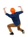 Il casco protettivo posteriore della costruzione dell'uomo di affari di vista protegge la h Immagini Stock