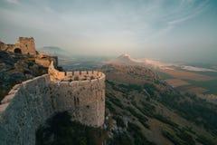 Il castello antico del serpente, l'Adana, Turchia, situata sopra una montagna e le offerte una bella vista del paesaggio immagine stock