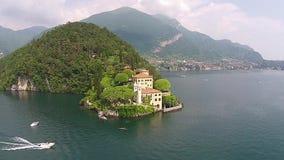 Il castello del castello Balbianello di Vezio e della vista aerea di Como del lago stock footage