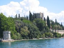 Il castello dell'isola della polizia è emerso nella natura al lago della polizia L'Italia Immagine Stock Libera da Diritti
