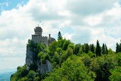 Il castello di Borgo Maggiore in San Marino Italy immagine stock