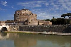 Il castello di Sant'Angelo a Roma dal fiume del Tevere Immagine Stock Libera da Diritti