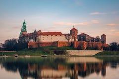 Il castello di Wawel al crepuscolo Immagini Stock Libere da Diritti