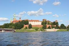 Il castello di Wawel nella città polacca di Cracovia vicino alla Vistola Immagini Stock