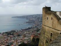 Il castello e la baia di Napoli Immagini Stock Libere da Diritti
